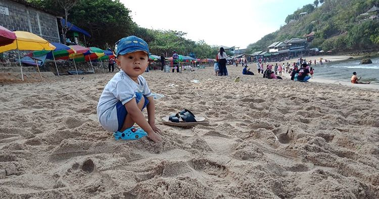 Amazing Pantai Indrayanti dengan Pasir Putih yang Mempesona