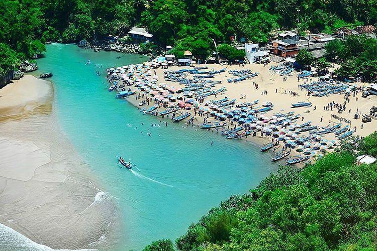 Eksotisme Pantai Baron di Gunung Kidul Yogyakarta