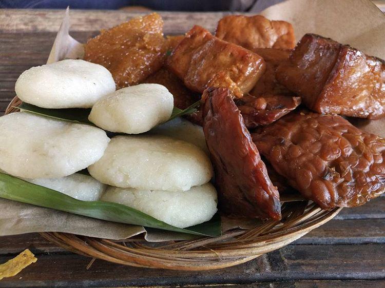 Jadah Tempe Mbah Carik, Kuliner Klasik Namun Asyiik