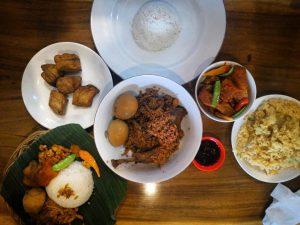 Nikmati Keunikan Gudeg Manggar di Rumah Makan Manggar Mading