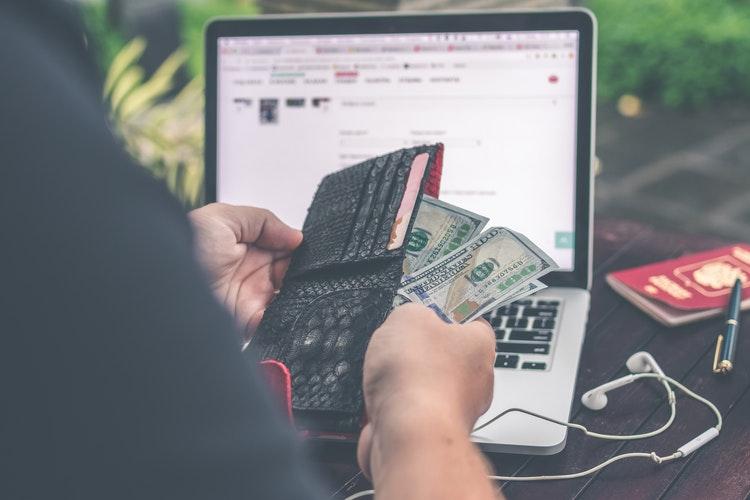 Jangan Lupakan!! Inilah 7 Tips Utama Membawa Uang Selama Traveling