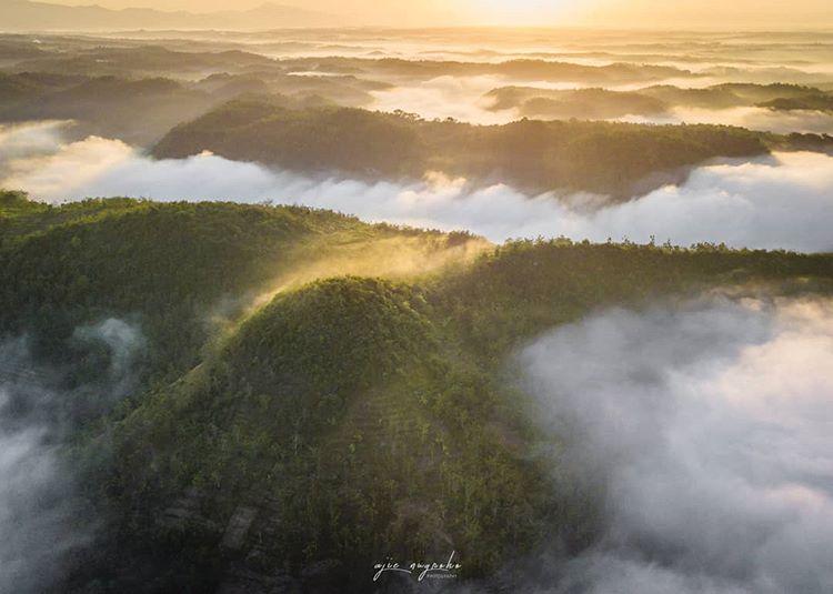 Kabut di bukit Panguk Kediwung Dlingo Mangunan Bantul, sumber ig @ajiie_nugroho