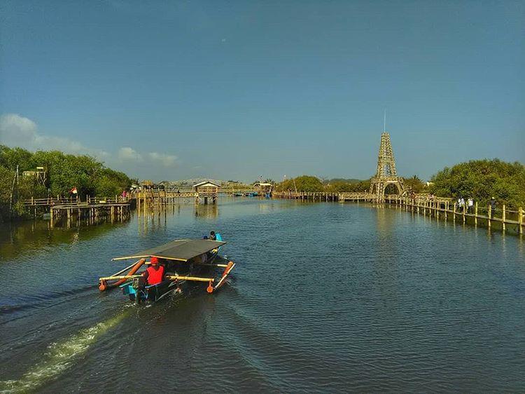 Menara pandang dekat pantai Kadilangu, sumber ig @arman_z.o_o