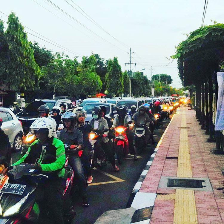 Salah satu kemacetan di Jogja, depan RS Dr Yap, sumber ig @ikhsan_fauzio