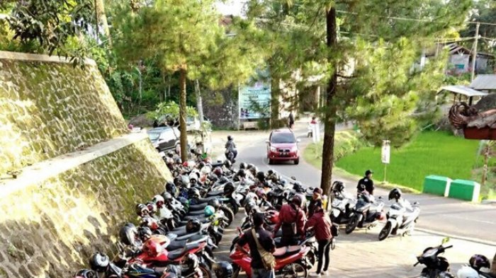 Parkiran Obyek Wisata Nglanggeran Padat Pengunjung (tribunnews.com)